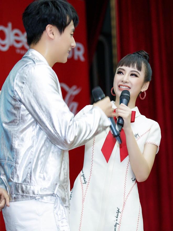 Angela Phương Trinh nắm tay Rocker Nguyễn, nhớ lại cảnh hôn nhau nhưng vẫn chọn Hữu Vi là bạn trai lý tưởng  - Ảnh 4.