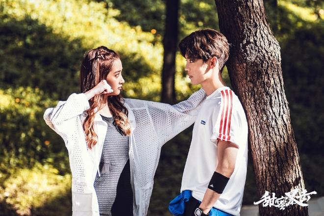 Đây chính là ánh mắt đắm đuối của Luhan dành cho bạn gái kém 7 tuổi trước khi công khai tình cảm - Ảnh 9.
