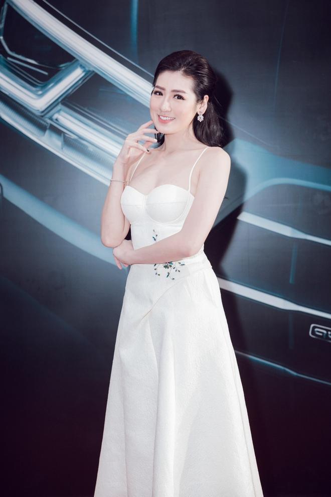 Thanh Hằng khoe vai trần, rạng rỡ đọ sắc cùng Đông Nhi tại sự kiện - Ảnh 4.