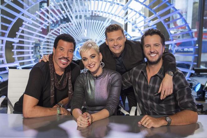 Vừa lên ghế giám khảo Idol, Katy Perry đã xấu tính đá xéo The Voice? - Ảnh 1.