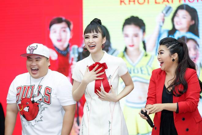 Angela Phương Trinh nắm tay Rocker Nguyễn, nhớ lại cảnh hôn nhau nhưng vẫn chọn Hữu Vi là bạn trai lý tưởng  - Ảnh 5.