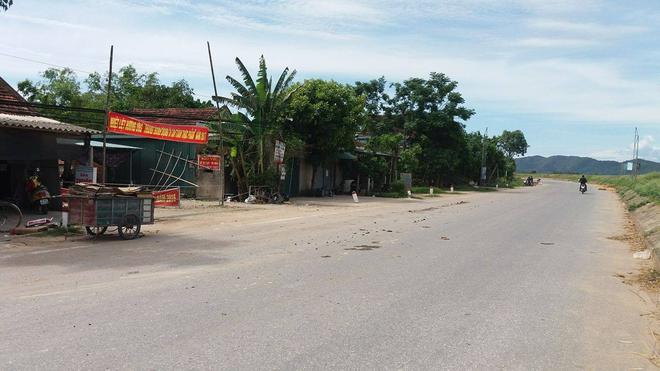 Nghệ An: Người dân vây bắt một phụ nữ nghi có ý định bắt cóc trẻ em - Ảnh 2.