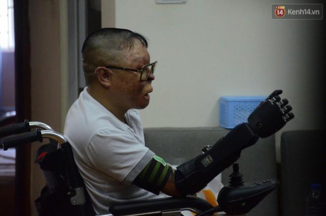 """Chiến sĩ duy nhất sống sót sau vụ rơi trực thăng Hòa Lạc nghẹn ngào với đôi tay giả: """"Tôi vui sướng, hạnh phúc đến quên cả ăn uống"""" - ảnh 7"""