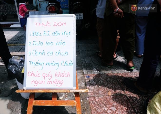 Chủ nhiệm quán cơm 2.000 đồng ở Sài Gòn: Sinh viên bất kể giàu nghèo đều được chào đón tại quán của chúng tôi - ảnh 3