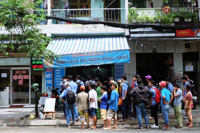 Chủ nhiệm quán cơm 2.000 đồng ở Sài Gòn: Sinh viên bất kể giàu nghèo đều được chào đón tại quán của chúng tôi - ảnh 1