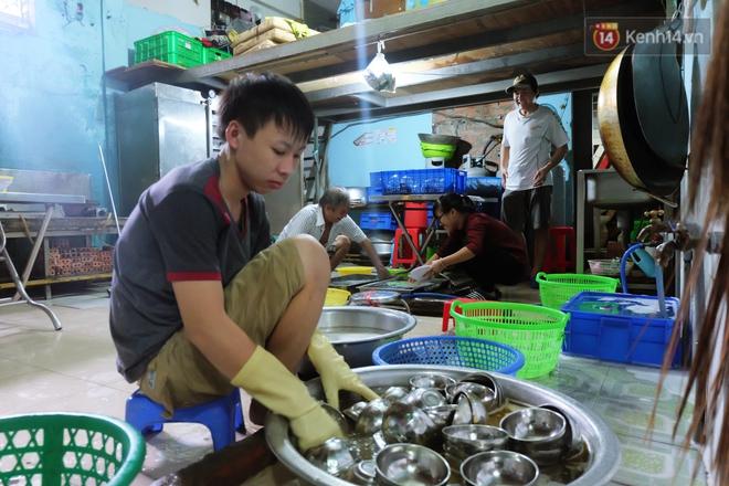 Chủ nhiệm quán cơm 2.000 đồng ở Sài Gòn: Sinh viên bất kể giàu nghèo đều được chào đón tại quán của chúng tôi - ảnh 8