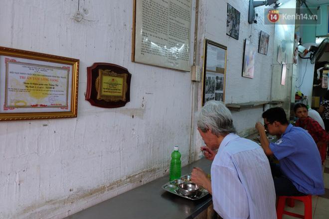 Chủ nhiệm quán cơm 2.000 đồng ở Sài Gòn: Sinh viên bất kể giàu nghèo đều được chào đón tại quán của chúng tôi - ảnh 2