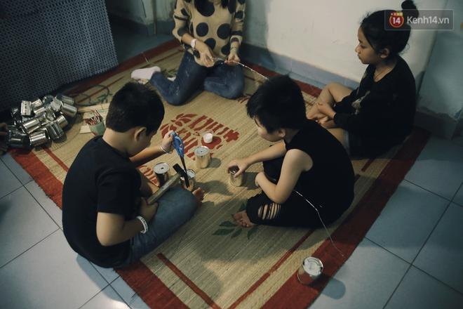"""Vui như """"Trung thu 1992"""" ở Sài Gòn: Con nít cùng bố mẹ quậy tưng trước khoảng sân treo đầy lồng đèn ông sao - Ảnh 5."""