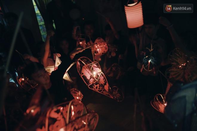 """Vui như """"Trung thu 1992"""" ở Sài Gòn: Con nít cùng bố mẹ quậy tưng trước khoảng sân treo đầy lồng đèn ông sao - Ảnh 14."""