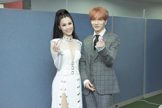 3 ngày sau Asia Song Festival, fan vẫn xôn xao về phản ứng của EXO khi Đông Nhi lúng túng trên sân khấu - Ảnh 4.