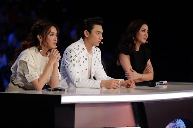 Vietnam Idol Kids: Hoàng tử Bolero bất ngờ chuyển sang hát nhạc Phan Mạnh Quỳnh - Ảnh 1.