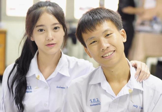 Chỉ cần diện đồng phục học sinh thôi, cô bạn Thái Lan sinh 2000 đã xinh hết phần người ta! - Ảnh 5.