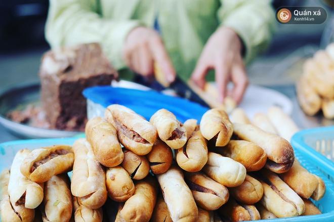 2 hàng bánh mì cay nhất định phải thử khi đến Hải Phòng - Ảnh 6.