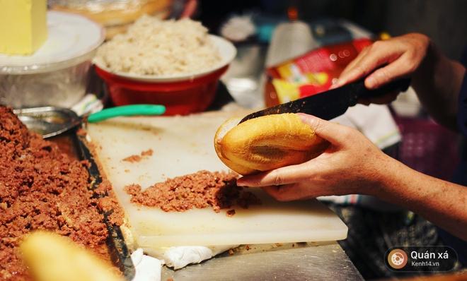 2 hàng bánh mì cay nhất định phải thử khi đến Hải Phòng - Ảnh 12.