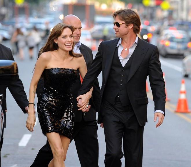 Angelina Jolie - Brad Pitt đã chấm dứt chiến tranh và gặp nhau ở điểm hẹn bí mật? - Ảnh 1.