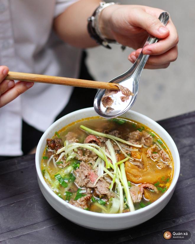 Ở Hà Nội có một món bún rất lạ: đầy ắp thịt bò mà chỉ có 25k - Ảnh 2.