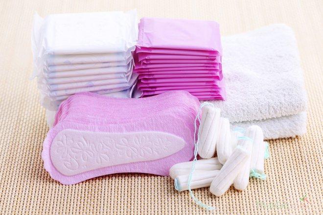 Những thói quen dùng băng vệ sinh gây nguy hại mà rất nhiều bạn gái mắc phải - Ảnh 1.