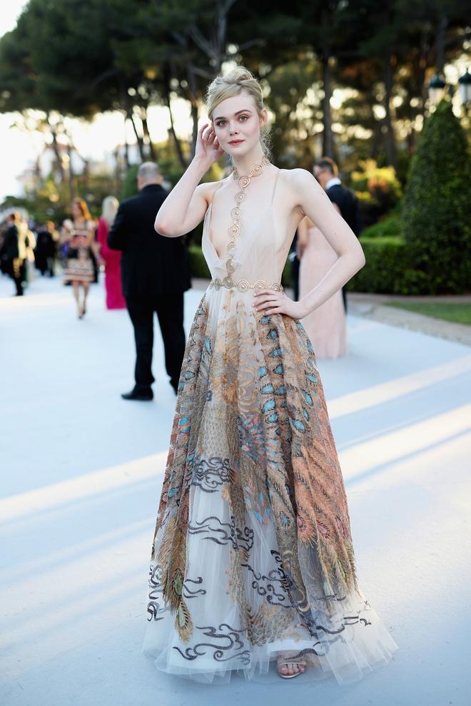 Tiên nữ giáng trần là câu miêu tả chính xác Elle Fanning tại LHP Cannes các năm! - Ảnh 14.