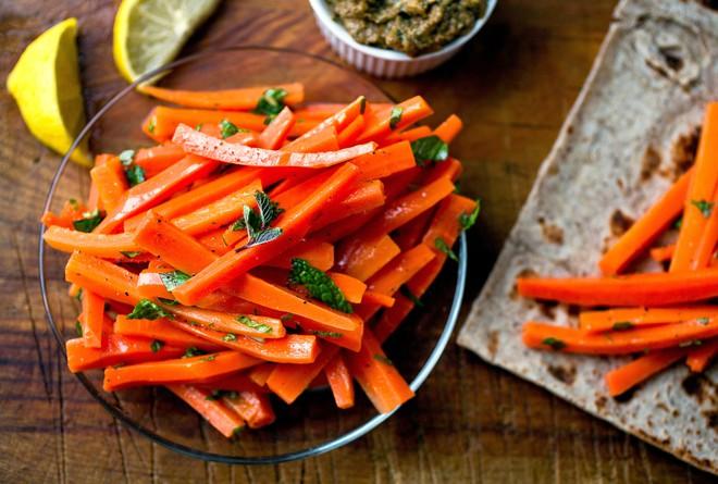 Thanh lọc, thải độc cơ thể nhờ biết nạp những thực phẩm sau vào chế độ ăn uống mỗi ngày - Ảnh 1.