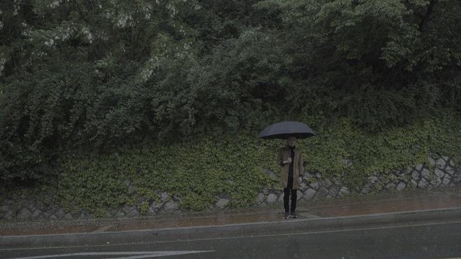 Chí Thiện đưa nhiều cảnh lãng mạn kinh điển của phim Hàn vào MV mới - Ảnh 4.