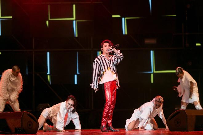 Sơn Tùng M-TP bắt tay Bi Rain sau khi diễn xong đại nhạc hội tại Thái Lan - Ảnh 5.