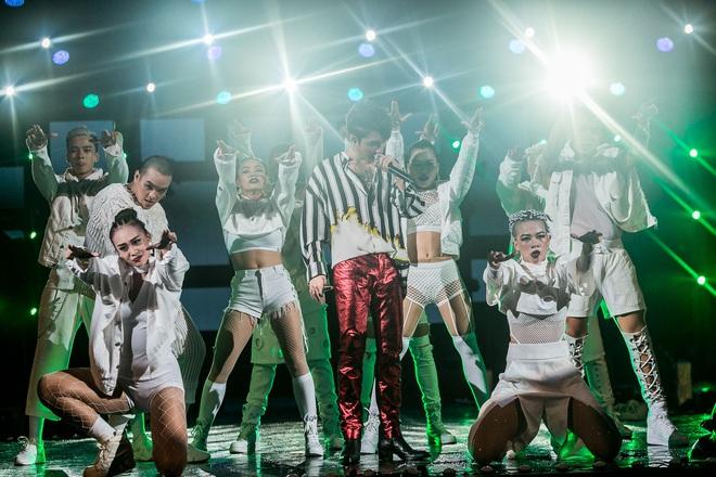 Sơn Tùng M-TP bắt tay Bi Rain sau khi diễn xong đại nhạc hội tại Thái Lan - Ảnh 13.