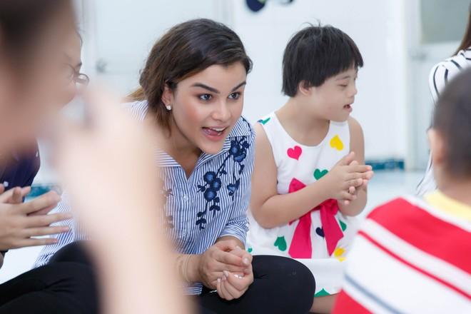 Phạm Hương, Lệ Hằng cùng Hoa hậu Dominica giản dị về Củ Chi làm từ thiện - Ảnh 8.