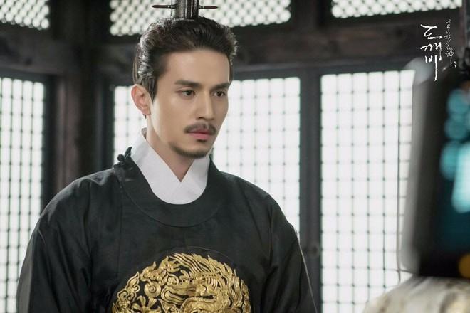 Đẳng cấp nhan sắc Lee Dong Wook: Tin được không khi tài tử U40 càng ngày càng đẹp như tượng thần Hy Lạp - Ảnh 34.
