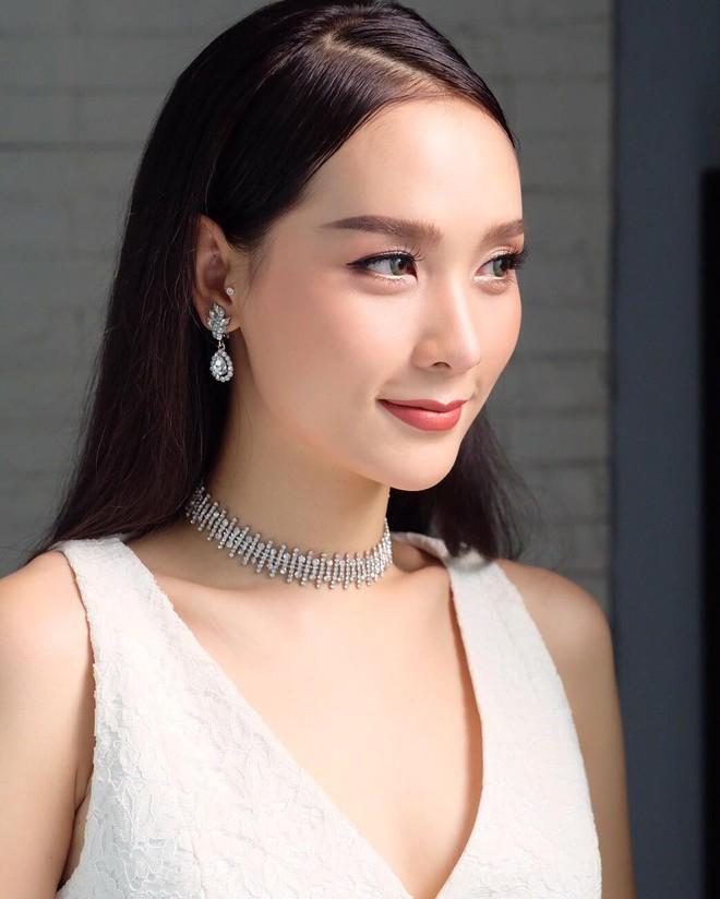 Hoa hậu chuyển giới Thái Lan 2017, Nong Poy, cựu Hoa hậu trong cùng một khung hình: Ai đẹp hơn? - Ảnh 7.