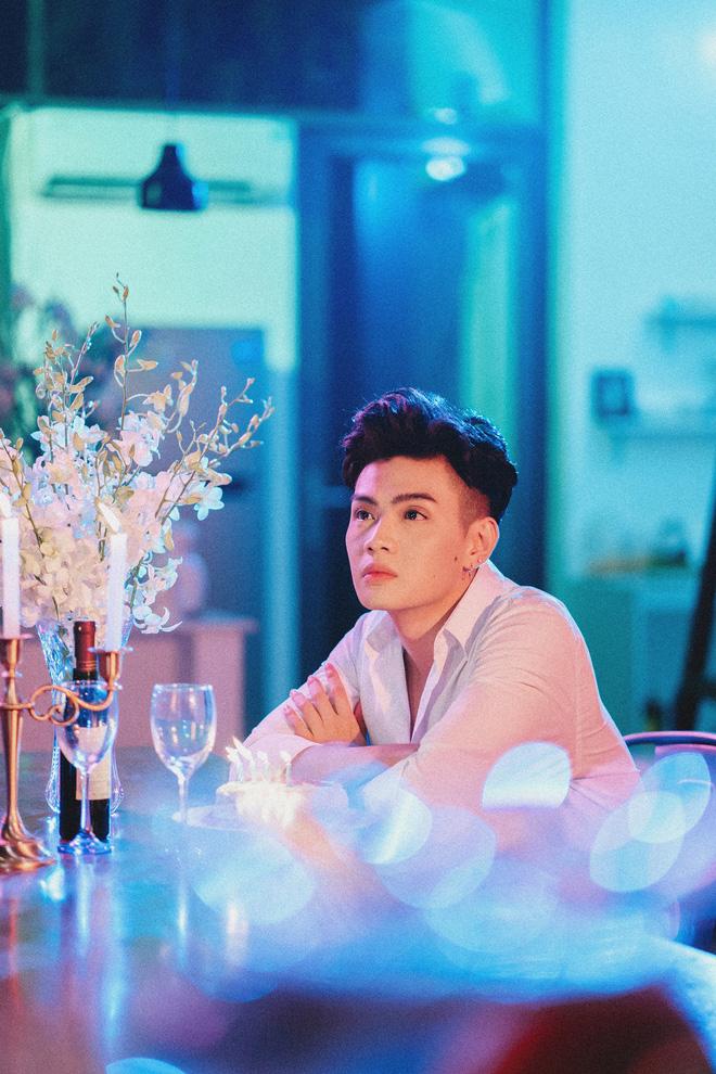 Đào Bá Lộc hé lộ khoảnh khắc chung giường với bạn trai ngoại quốc trong teaser MV mới - ảnh 2