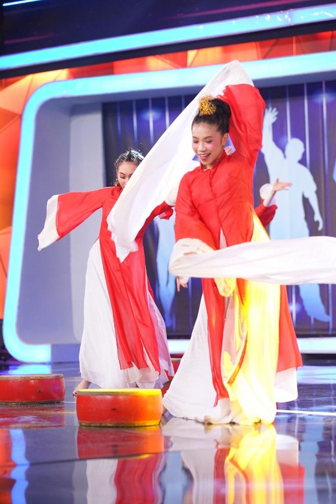 Nội bộ gia đình Hồ Quang Hiếu - Bảo Anh suýt xào xáo vì mỹ nhân siêu vòng 3 - Ảnh 10.