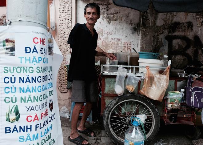 Chuyện của chú Ba Sài Gòn - Người đàn ông 40 năm đẩy xe bán chè vỉa hè chỉ bằng một tay - Ảnh 4.