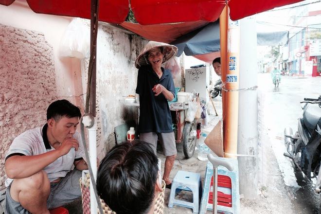 Chuyện của chú Ba Sài Gòn - Người đàn ông 40 năm đẩy xe bán chè vỉa hè chỉ bằng một tay - Ảnh 8.
