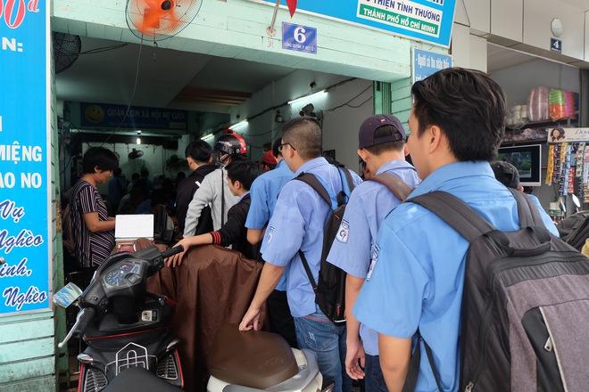 Chủ nhiệm quán cơm 2.000 đồng ở Sài Gòn: Sinh viên bất kể giàu nghèo đều được chào đón tại quán của chúng tôi - ảnh 4