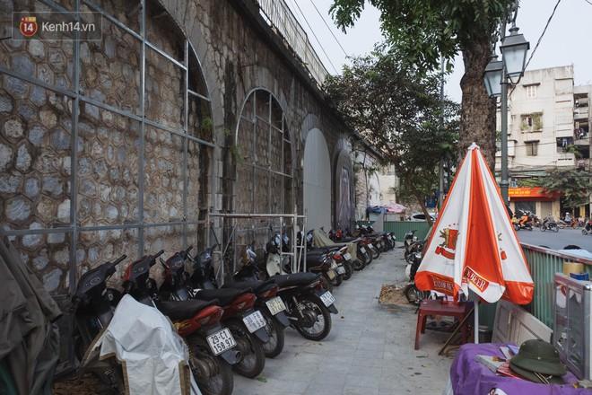 Hà Nội: Dự án bích họa trên phố Phùng Hưng bị đắp chiếu, biến thành bãi gửi xe bất đắc dĩ sau 1 tháng triển khai - ảnh 12