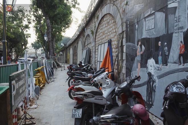 Hà Nội: Dự án bích họa trên phố Phùng Hưng bị đắp chiếu, biến thành bãi gửi xe bất đắc dĩ sau 1 tháng triển khai - ảnh 11