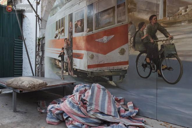 Hà Nội: Dự án bích họa trên phố Phùng Hưng bị đắp chiếu, biến thành bãi gửi xe bất đắc dĩ sau 1 tháng triển khai - ảnh 7