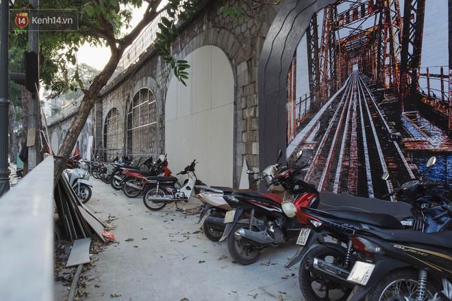 Hà Nội: Dự án bích họa trên phố Phùng Hưng bị đắp chiếu, biến thành bãi gửi xe bất đắc dĩ sau 1 tháng triển khai - ảnh 14
