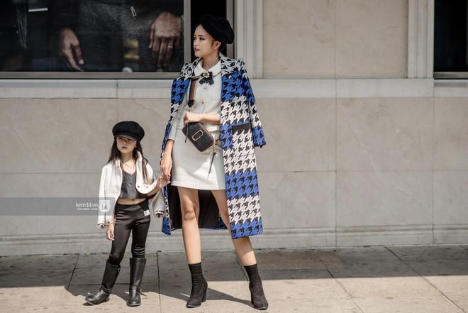 Fashionisto nhí diện áo lông to sụ như G-Dragon, nổi bật nhất street style ngày cuối VIFW - Ảnh 1.
