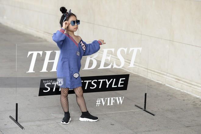 Fashionisto nhí diện áo lông to sụ như G-Dragon, nổi bật nhất street style ngày cuối VIFW - Ảnh 8.