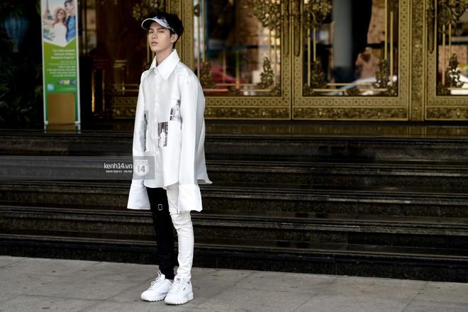 Fashionisto nhí diện áo lông to sụ như G-Dragon, nổi bật nhất street style ngày cuối VIFW - Ảnh 3.