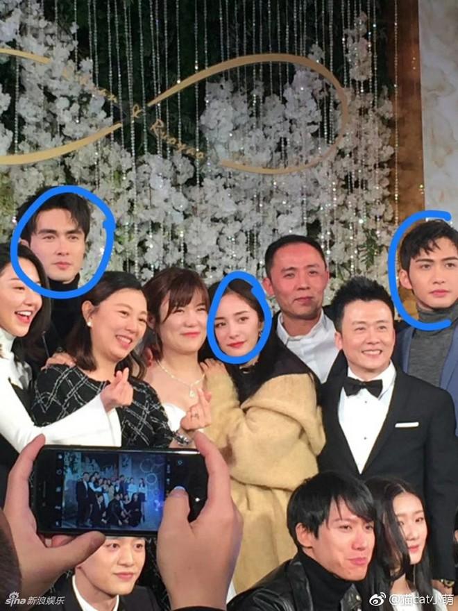 Đám cưới nhỏ bất ngờ thu hút chú ý vì sự xuất hiện xinh đẹp lấn át cô dâu của Dương Mịch - Ảnh 4.