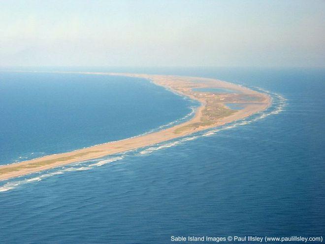"""Hòn đảo huyền bí này được mệnh danh là """"nghĩa địa của Đại Tây Dương"""" - Ảnh 3."""