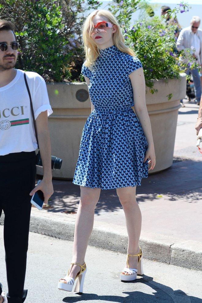 Tiên nữ giáng trần là câu miêu tả chính xác Elle Fanning tại LHP Cannes các năm! - Ảnh 26.