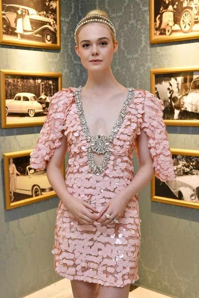 Elle Fanning lại xuất hiện kiêu sa đài các như một nàng công chúa giữa Paris thơ mộng! - Ảnh 7.