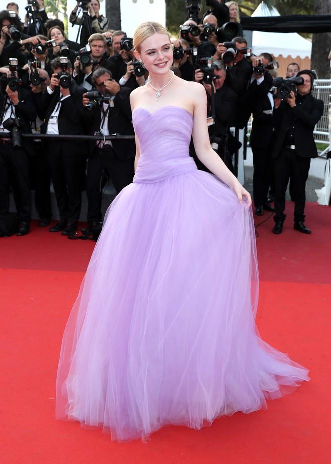 Phạm Băng Băng đã chịu lấy lại phong độ, đẹp không thua kém Elle Fanning trên thảm đỏ Cannes - Ảnh 9.