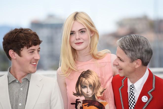 Tiên nữ giáng trần là câu miêu tả chính xác Elle Fanning tại LHP Cannes các năm! - Ảnh 39.