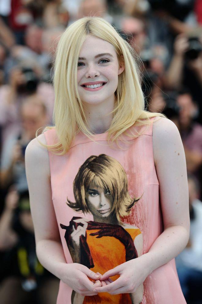 Tiên nữ giáng trần là câu miêu tả chính xác Elle Fanning tại LHP Cannes các năm! - Ảnh 36.