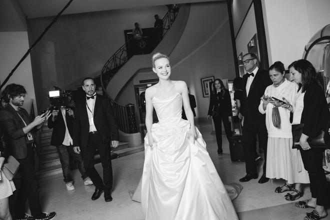 Tiên nữ giáng trần là câu miêu tả chính xác Elle Fanning tại LHP Cannes các năm! - Ảnh 23.