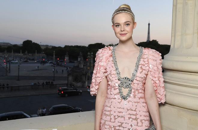 Elle Fanning lại xuất hiện kiêu sa đài các như một nàng công chúa giữa Paris thơ mộng! - Ảnh 10.